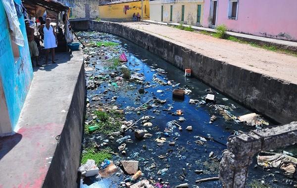 reduzida-Itabaiana-Canal-Treze-de-Maio-afluente-do-rio-PB-Esgotos-lancados-diretamente-3-600x380